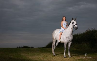A Cotswolds Equine photoshoot – Maisie with Big G & Bear